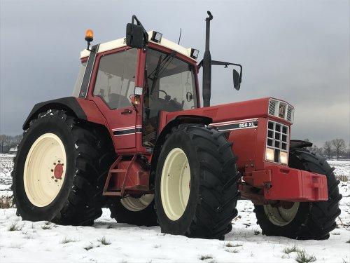 Foto van een International 956 XL. Geplaatst door FransFrago op 09-12-2017 om 18:18:46, op TractorFan.nl - de nummer 1 tractor foto website.