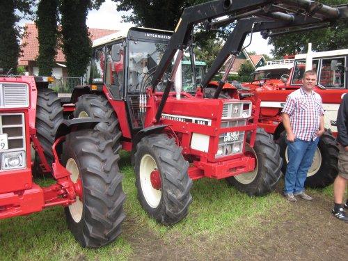 Foto van een International 844. Geplaatst door jordi 1455 op 10-12-2017 om 20:02:15, op TractorFan.nl - de nummer 1 tractor foto website.