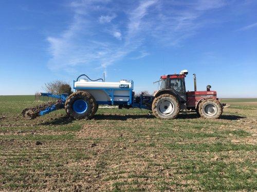 International 1455 met Duport Liquiliser proefvelden aanleggen in Frankrijk. Geplaatst door moarten op 02-04-2018 om 19:29:50, op TractorFan.nl - de nummer 1 tractor foto website.