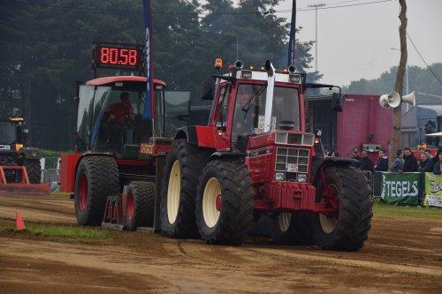 Foto van een International 1455 XL. Geplaatst door jd7920 op 17-05-2018 om 20:08:31, op TractorFan.nl - de nummer 1 tractor foto website.