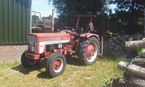 Foto van een International 423. Geplaatst door dobbe op 15-07-2018 om 10:03:31, op TractorFan.nl - de nummer 1 tractor foto website.