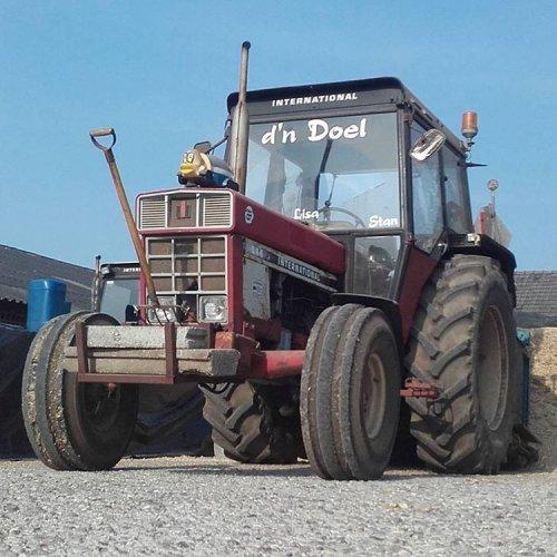 Foto van een International 844. Geplaatst door DoelenRoel op 10-09-2018 om 21:00:44, op TractorFan.nl - de nummer 1 tractor foto website.
