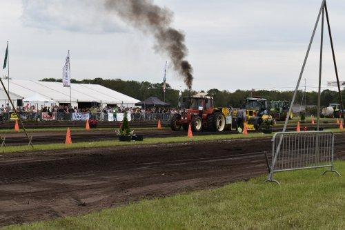 Foto van een International 956 XL. Geplaatst door jordi 1455 op 20-07-2019 om 20:01:28, op TractorFan.nl - de nummer 1 tractor foto website.