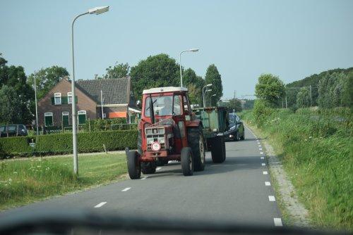 Foto van een International 323 transport oud ijzer. Geplaatst door warmerbros op 08-12-2019 om 22:32:24, op TractorFan.nl - de nummer 1 tractor foto website.