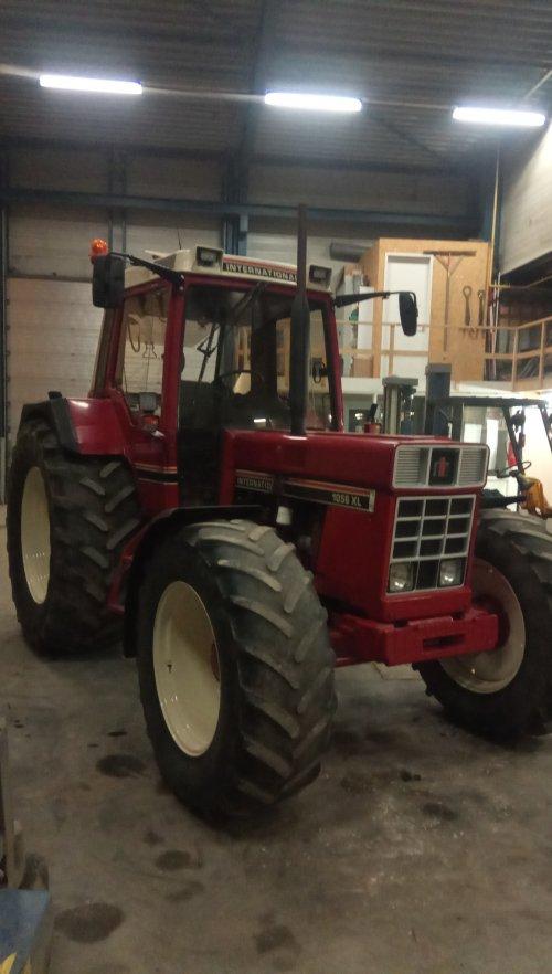 Foto van een International 1056 XL. Geplaatst door deutz110 op 12-02-2020 om 13:39:27, op TractorFan.nl - de nummer 1 tractor foto website.