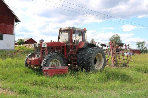 Foto van een International 1255 XL. Geplaatst door collin ihfan op 12-04-2020 om 18:38:48, op TractorFan.nl - de nummer 1 tractor foto website.