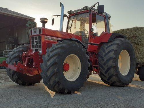 International 1255 XL van koenjohndeere