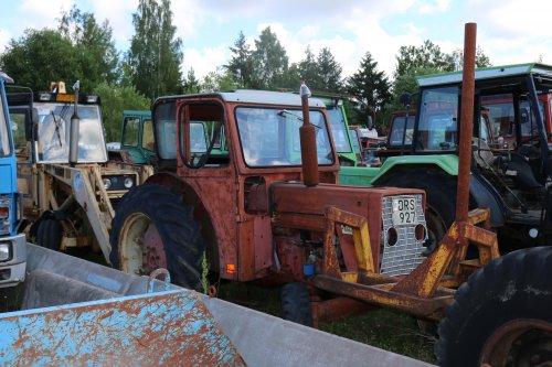 Foto van een International 523. Geplaatst door collin ihfan op 05-06-2020 om 14:51:28, op TractorFan.nl - de nummer 1 tractor foto website.