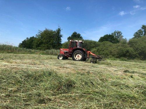 Foto van een International 745 XL. Geplaatst door seppe sools op 17-06-2020 om 18:57:27, op TractorFan.nl - de nummer 1 tractor foto website.