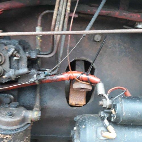 International 744 tegen gekomen vandaag, de vorige eigenaar heeft de motor van binnen voorzien van daglicht....