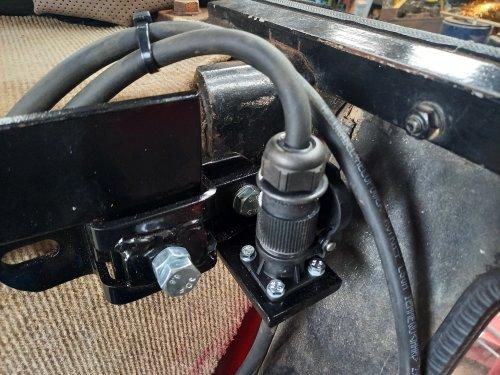 Extra aansluiting 12V in de cabine. Voor de bediening van de elektrische pomp op de schuif. Geplaatst door 1046 op 05-06-2021 om 22:29:09, met 9 reacties.