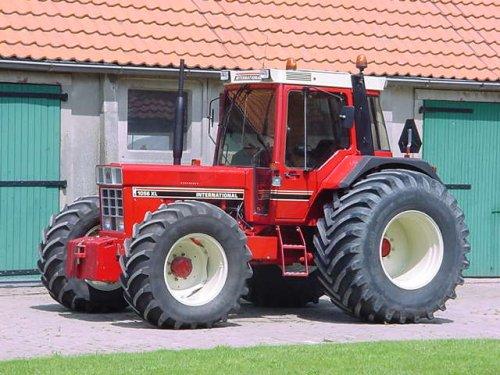 Foto van een International 1056 XL, bezig met poseren.. Geplaatst door marcv8diesel op 09-05-2010 om 10:14:00, met 34 reacties.
