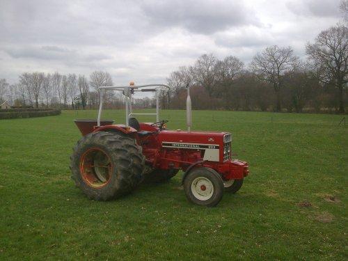 Foto van een International 633, bezig met poseren.. Geplaatst door sebas-casepower op 28-03-2011 om 16:55:28, op TractorFan.nl - de nummer 1 tractor foto website.