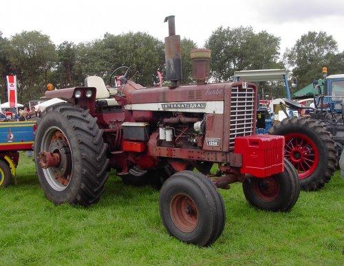 Foto van een International 1256.. Geplaatst door johnny red op 01-08-2011 om 13:26:27, op TractorFan.nl - de nummer 1 tractor foto website.