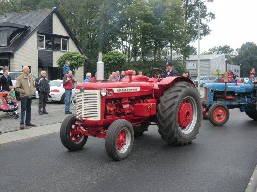 Foto van een International D 650, bezig met poseren.. Geplaatst door obelix op 15-09-2011 om 18:43:48, op TractorFan.nl - de nummer 1 tractor foto website.