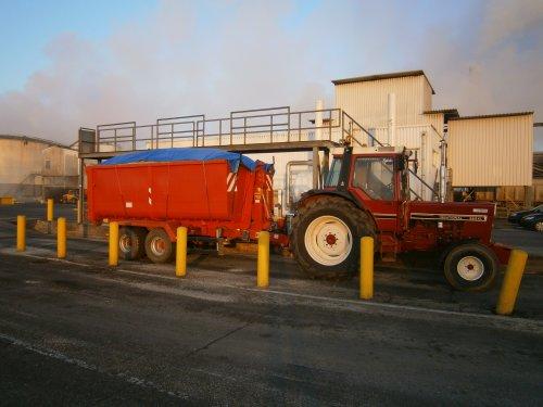 Foto van een International 955 XL.. Geplaatst door Inter 955 XL op 03-04-2014 om 12:01:29, op TractorFan.nl - de nummer 1 tractor foto website.