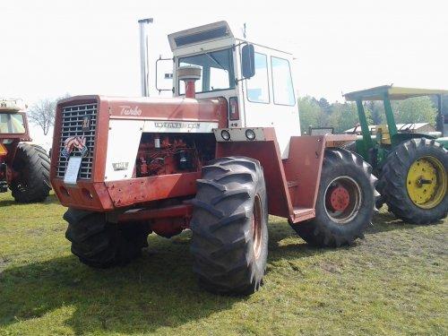 Foto van een International 4166, bezig met poseren. tractorshow reusel. Geplaatst door markvdboer op 07-04-2014 om 10:12:06, op TractorFan.nl - de nummer 1 tractor foto website.
