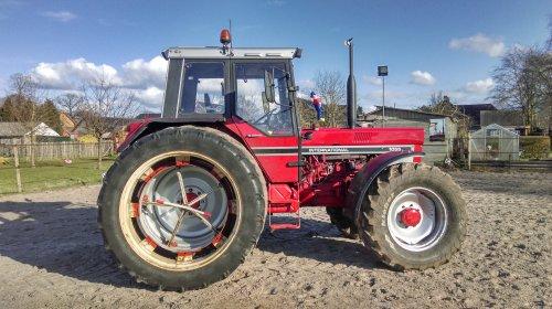 Foto van een International 1055, eens kijken of dit ook wil trekken op de baan. Bijna klaar voor het nieuwe seizoen!