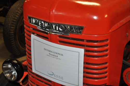 Foto van een International. 1950. Type W4 ? (staat niet in type-lijst). Geplaatst door Noorderlicht op 17-11-2015 om 11:09:05, op TractorFan.nl - de nummer 1 tractor foto website.