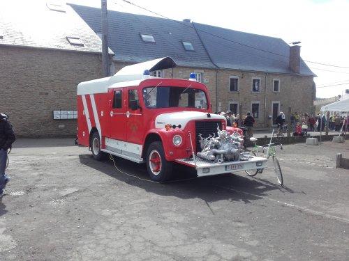 Foto van een International Onbekend op een oldtimerfestival in Lustin (B) deze is omgebouwd tot bierwagen.