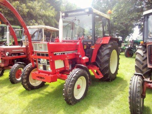 Foto van een International 745s. Geplaatst door AG35 op 20-06-2016 om 18:50:38, op TractorFan.nl - de nummer 1 tractor foto website.