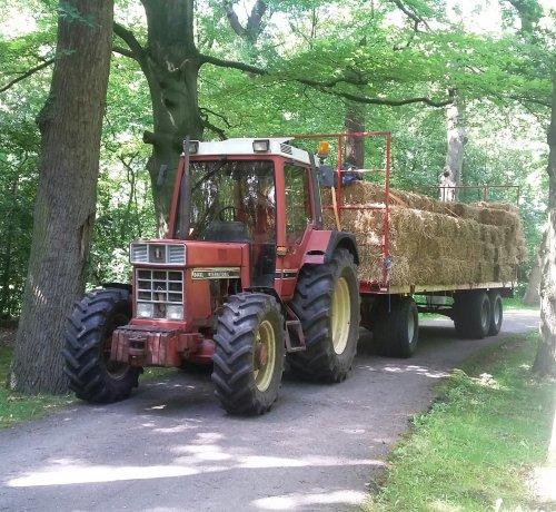 Foto van een International 844 XL. Geplaatst door janihc op 05-07-2016 om 13:20:14, op TractorFan.nl - de nummer 1 tractor foto website.