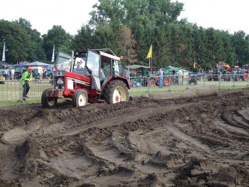 Foto van een International 844. Geplaatst door erik9831 op 08-09-2016 om 18:26:49, op TractorFan.nl - de nummer 1 tractor foto website.