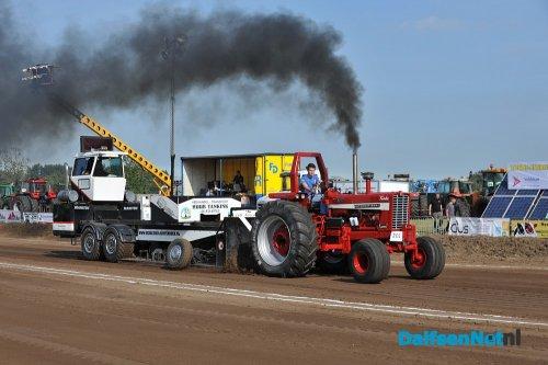 Foto van een International 1256  van Machine Handel Van Der Weerd (IJsselmuiden) gasgeven op hoonhorst, 2e plek, 1e x fp 2e x 99.93 7 cm te kort voor 1e plek