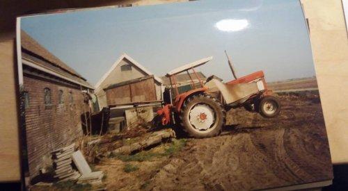 Foto van De nieuwste aanwinst , een 644, De 644 is vroeger nieuw gekocht door mijn vader alleen die heeft die 20 jaar geleden verkocht aan een koeienboer hier in de buurt. Gisteren weer terug gekocht door mij. op 22 oktober Vroeger toen de 644 nog van mijn vader was.een International 644