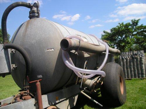 Foto van een Jako bemester, bezig met poseren. ff een puntstuk spuiten. Geplaatst door jim353 op 07-05-2012 om 19:59:29, op TractorFan.nl - de nummer 1 tractor foto website.