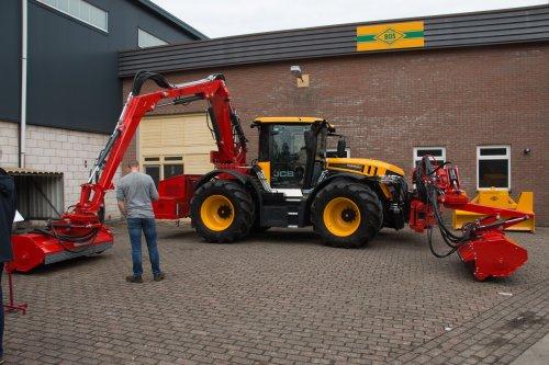 55 jarige bestaan van Bos uit Bolsward  Meer foto's op: http://www.trekkerfotografie.nl. Geplaatst door jd6100 op 05-07-2017 om 11:06:14, op TractorFan.nl - de nummer 1 tractor foto website.