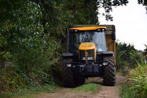 Foto van een JCB Fastrac 3230. Geplaatst door jd7920 op 19-08-2018 om 22:52:14, op TractorFan.nl - de nummer 1 tractor foto website.