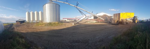 Foto van een Jcb 8330, en magnum 7120 bezig met de barley. Geplaatst door Jurian311  op 29-09-2019 om 21:36:32, op TractorFan.nl - de nummer 1 tractor foto website.