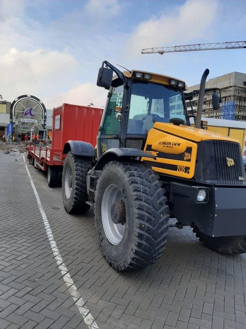 Foto van een JCB Fastrac. Geplaatst door Albert Peters op 21-10-2019 om 20:53:42, op TractorFan.nl - de nummer 1 tractor foto website.
