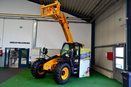 Foto van een JCB Verreiker. Geplaatst door Lucas Ensing op 22-03-2020 om 12:04:06, op TractorFan.nl - de nummer 1 tractor foto website.