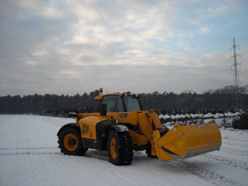 Foto van een JCB verreiker, bezig met poseren.. Geplaatst door landbouw op 07-01-2009 om 21:33:03, op TractorFan.nl - de nummer 1 tractor foto website.