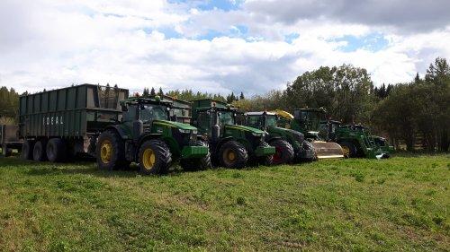 Foto van een John Deere Meerdere van Ideal Custom Farming.. Geplaatst door caseboy op 19-11-2016 om 12:38:18, op TractorFan.nl - de nummer 1 tractor foto website.