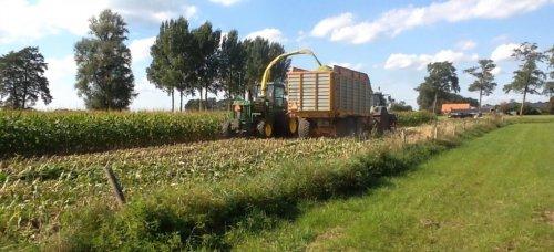 Foto van een John Deere 5830. Geplaatst door bram-van-ginkel op 03-12-2016 om 11:37:53, op TractorFan.nl - de nummer 1 tractor foto website.