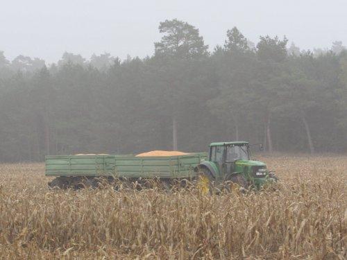 Foto van een John Deere 6930. Geplaatst door jans-eising op 03-12-2016 om 19:14:41, op TractorFan.nl - de nummer 1 tractor foto website.