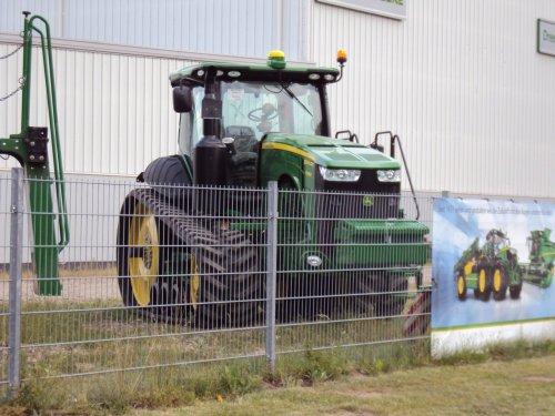 Foto van een John Deere 8360RT. Geplaatst door jans-eising op 08-12-2016 om 20:04:17, op TractorFan.nl - de nummer 1 tractor foto website.