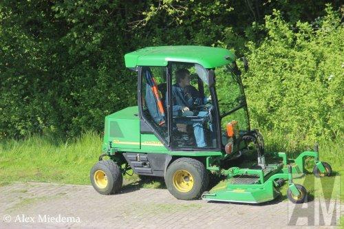 Foto van een John Deere 1505 Grasmaaier. Geplaatst door Alex Miedema op 27-12-2016 om 16:17:28, op TractorFan.nl - de nummer 1 tractor foto website.