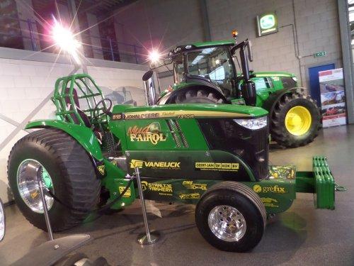 17/12-2016:  Mud Patrol! Bekend van de campagne van JD. Schitterend op de wintershow!. Geplaatst door JD6930 op 27-12-2016 om 22:12:40, op TractorFan.nl - de nummer 1 tractor foto website.