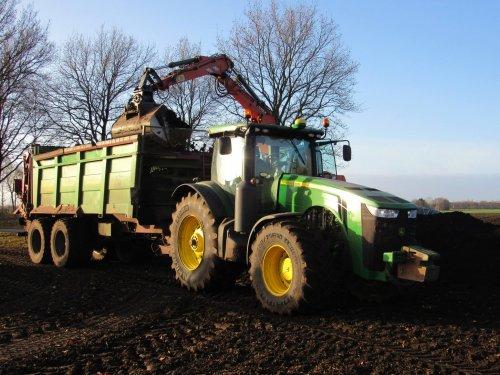 Foto van een John Deere 8335R. Geplaatst door jans-eising op 10-01-2017 om 18:40:37, op TractorFan.nl - de nummer 1 tractor foto website.