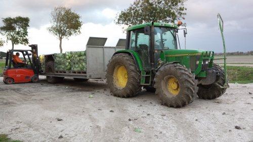 John Deere 6200 met Mulder oogstwagen.. Geplaatst door larss op 24-01-2017 om 18:59:58, op TractorFan.nl - de nummer 1 tractor foto website.