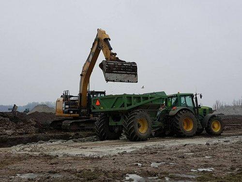 Foto van een John Deere 6930. Geplaatst door jans-eising op 11-02-2017 om 19:38:25, op TractorFan.nl - de nummer 1 tractor foto website.