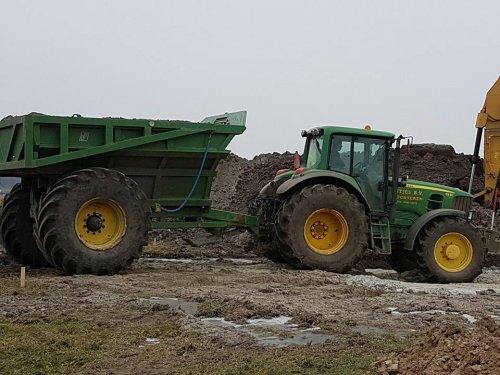 Foto van een John Deere 6930. Geplaatst door jans-eising op 11-02-2017 om 19:38:26, op TractorFan.nl - de nummer 1 tractor foto website.
