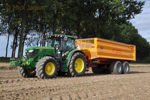 John Deere 6150R met Veenhuis kipper. Loonbedrijf Van Hal uit Eede (NL)  Filmpje? -> https://www.tractorfan.nl/movie/47156/