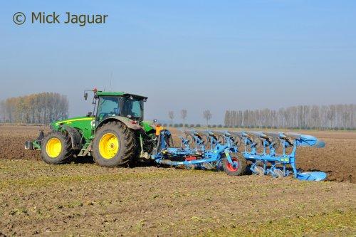Foto van een John Deere 8230. Geplaatst door Mick Jaguar op 07-03-2017 om 20:08:03, op TractorFan.nl - de nummer 1 tractor foto website.