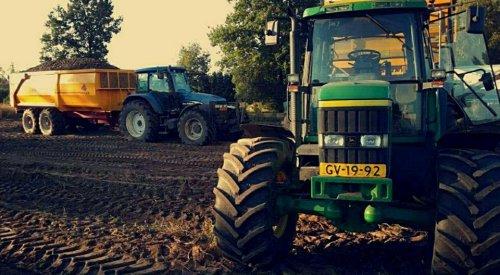 Foto van een John Deere 6610. Geplaatst door fendt612 op 14-03-2017 om 12:57:35, op TractorFan.nl - de nummer 1 tractor foto website.