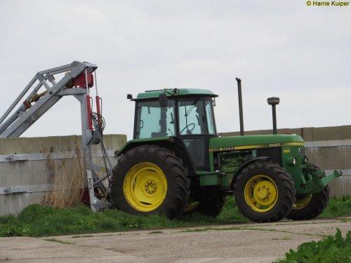 Foto van een John Deere 3140. Geplaatst door oldtimergek op 09-04-2017 om 17:40:11, op TractorFan.nl - de nummer 1 tractor foto website.